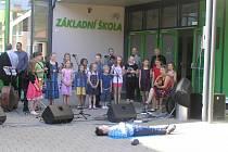 Den otevřených dveří v přibyslavské škole zahájilo kulturní vystoupení žákůžáků