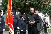 Policie žádá o pomoc veřejnost. I nadále hledá případné svědky i možné oběti Erika Tvrdoně z Havlíčkova Brodu (u mikrofonu), který působil jako farní vikář.
