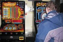 Terminály. Města a obce na Havlíčkobrodsku začaly ze svých lokalit výherní hrací automaty postupně vytláčet.