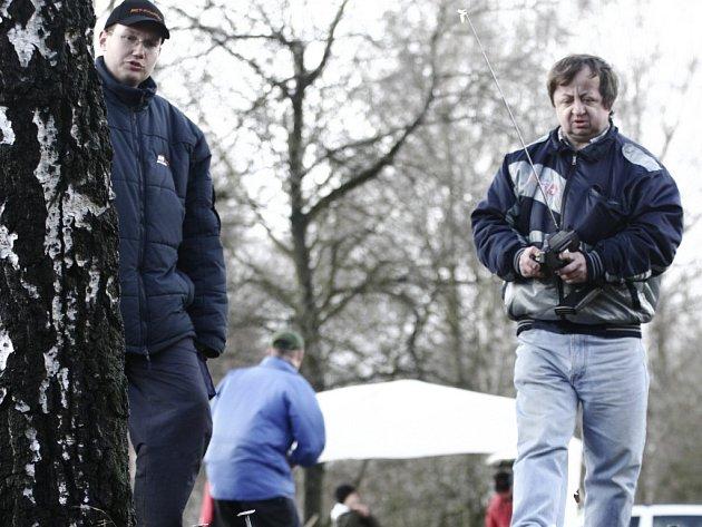 Radek Pavliš (vlevo) se na nedávných závodech představil i v roli navigátora.
