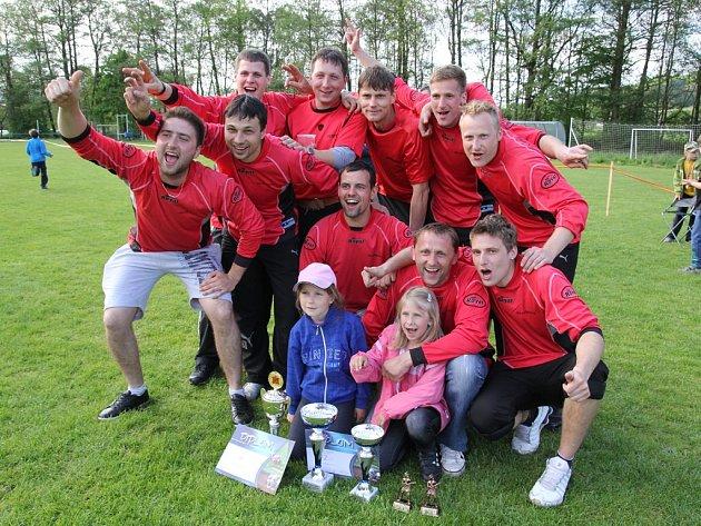 Absolutním vítězem soutěže okrsku Uhelná Příbram se stali hasiči z Petrovic. Radost mužů a jejich potomků z nejmenší vsi tohoto názvu v republice byla veliká.