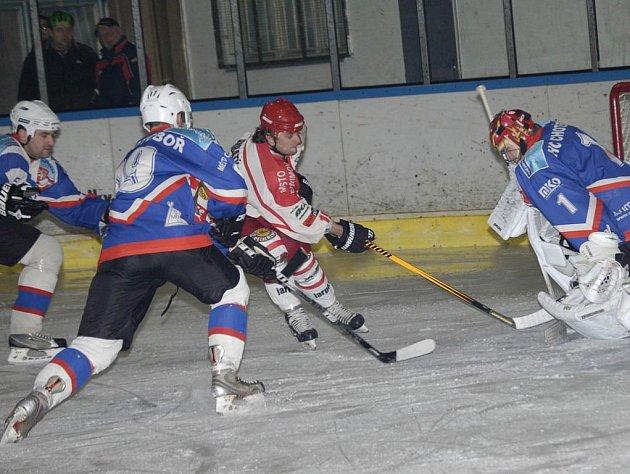Chotěbořšti hokejisté dostali ve druhém barážovém utkání na ledě Kadani B za vyučenou. Na severu Čech prohráli vysoko 1:8, rezerva prvoligového celku tak srovnala stav série na 1:1 na zápasy.