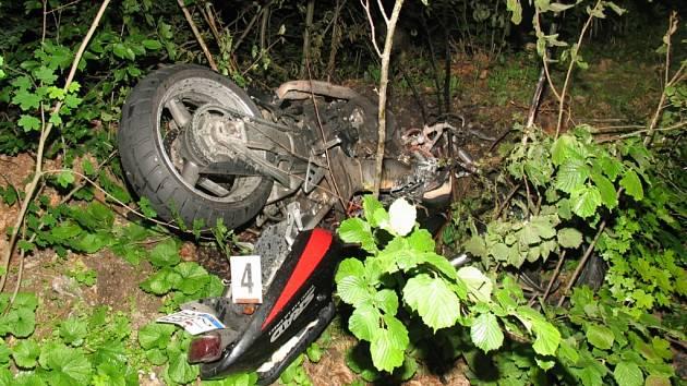 Obětí tragické nehody u Vilémovic se stal mladý motorkář.