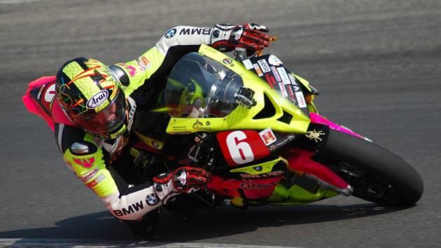 Bojovat s Michalem Fillou chce havlíčkobrodský motocyklový jezdec Michal Prášek (na snímku), který měl na mosteckém okruhu pád, ale naštěstí pro něho si neobnovil zranění z loňské sezony.