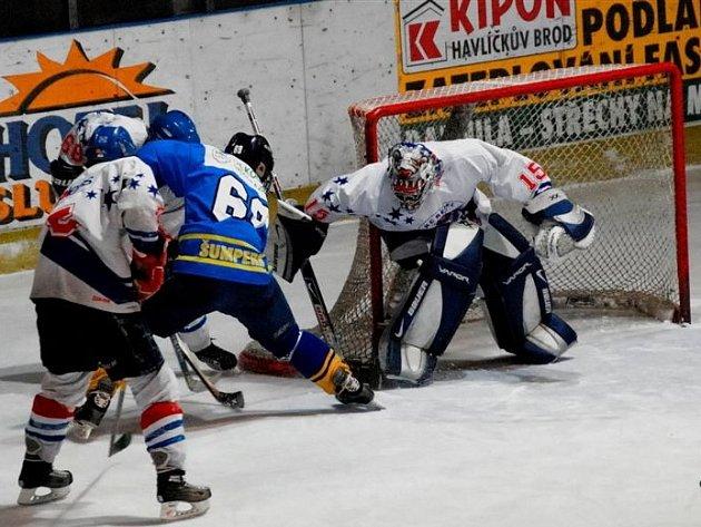 Oporou byl brankář. Téměř ve všech utkáních chránil brodskou svatyni havlíčkobrodský brankář Pešek, se kterým byli spokojeni i trenéři.