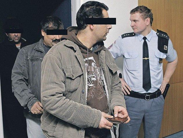 Do Havlíčkova Brodu se vrátí 22. dubna. Hlavní líčení bude kromě jiného pokračovat i zkoumáním pořízených policejních odposlechů. Obžalovaným hrozí až osm let vězení.