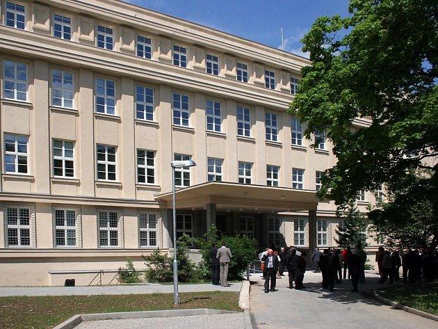 Znovu v listopadu. Obžalovaný Jan Hodinka by měl do jihlavského justičního areálu (na snímku) dorazit znovu 18. listopadu. Včera bylo na tento termín stanoveno pokračování hlavního líčení.