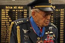 Letec neobyčejného osudu se narodil 4. listopadu 1915 ve slovenské obci Hrachoviště. Od roku 1948 žije v Havlíčkově Brodě. Podvýbor pro válečné veterány Poslanecké sněmovny Parlamentu ČR jej navrhl na povýšení do hodnosti brigádního generála.