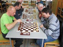 Brodský šachový seriál.
