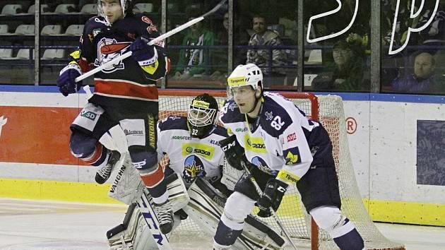 Ještě v uplynulé sezoně patřily souboje Kladna s Chomutovem mezi zápasy nejvyšší tuzemské soutěže. Od nové sezony budou oba kluby objíždět prvoligové stadiony.