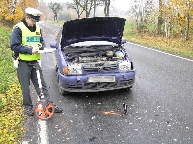 Mladý řidič doplatil na vysokou rychlost zraněním.