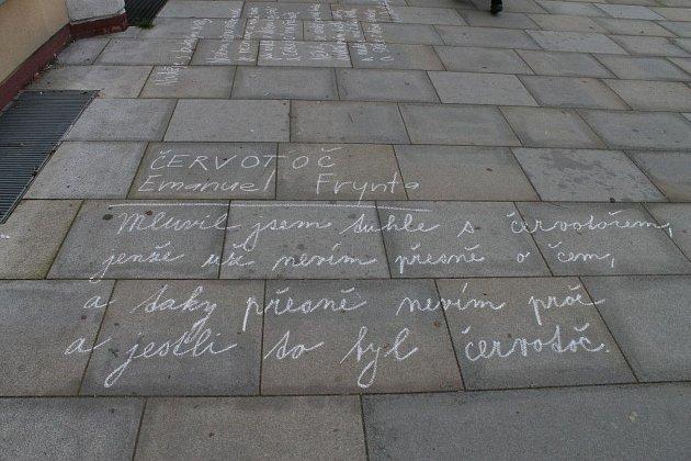 Poezie na náměstí.