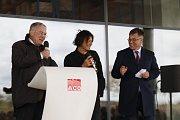Majitel firmy Hans-Julius Ahlmann, český umělec David Černý a šéf přibyslavské pobočky Jan Císek