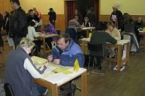 Pracovníci úřadu práce pomáhají lidem, kteří skončili ve sklárnách přímo ve Světlé.  Lidé tak nemusí do Havlíčkova Brodu.