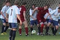 Fotbalisté Lučice (ve světlém) doma porazili sousední Tis.