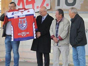 Dres pokřtily legendy Jan Suchý a Jiří Holík