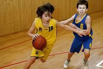 Překvapení se nekonalo. Basketbaloví minižáci Havlíčkova Brodu (ve žlutém) znovu prohráli.