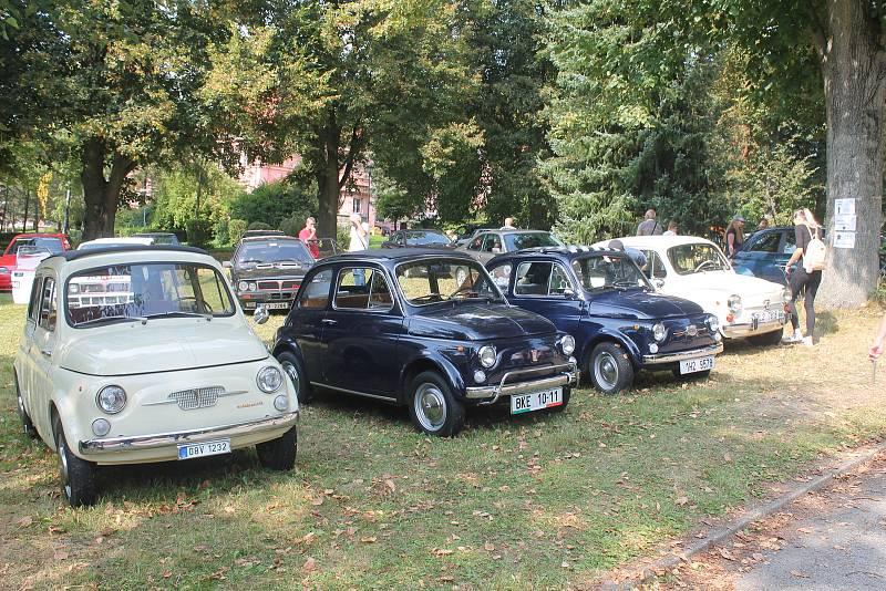 Fiaty 500 byly svého času oblíbené zeména u dívek.