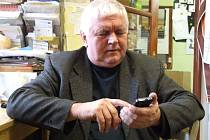 """Truhlařině a nábytku, tomuto řemeslu a sortimentu zasvětil Josef Průša celý svůj profesní život. Před dvaadvaceti lety vstoupil společně se svou ženou do světa nábytkářského podnikání. Zažil """"zlatá"""" léta, ale také těžké chvíle odříkání a zkoušek."""