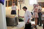 Farář Josef Toufar se dočkal po 65 letech řádného pohřbu. Jeho ostatky byly uloženy v kostele Nanebevzetí Panny Marie v Číhošti, kde se odehrál údajný zázračný pohyb kříže na oltáři.