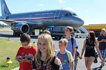 Děti z Přibyslavi navštívily vojenskou leteckou základnu v pražských Kbelích.