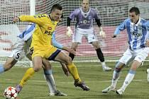 Novým kapitánem se v FC Vysočina stal herálecký odchovanec Stanislav Tecl (u míče), kterého si vybrali samotní hráči a posvětil ho i trenér František Komňacký.