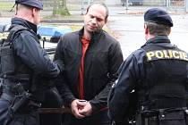 Skončil ve vazbě. Šestnáctkrát odsouzený recidivista Libor Mráz se k brutálnímu útoku na ženu v Unčíně na Žďársku přiznal. Byl obviněn z pokusu o vraždu a skončil ve vazbě.