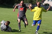 Hokejovým výsledkem 2:8 (v poločase 1:4) skončil v pátek v Přibyslavi atraktivní zápas mezi výběrem okresu Havlíčkův Brod a bývalými hráči FC Vysočina Jihlava a Slavoje Polná, z nichž někteří svoji kariéru zakončili v rakouských klubech.