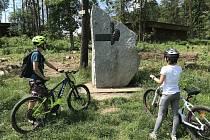 Lidé nezapomněli. Rekreační středisko Sluneční zátoka v Ledči nad Sázavou připomíná Jaroslava Foglara, autora Rychlých šípů. Vedl zde kdysi tábory.