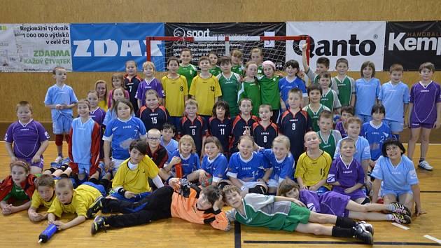 Dobrý pocit měly z turnaje v Novém Veselí všechny nejmenší mládežnické týmy brodské Jiskry (na snímku).