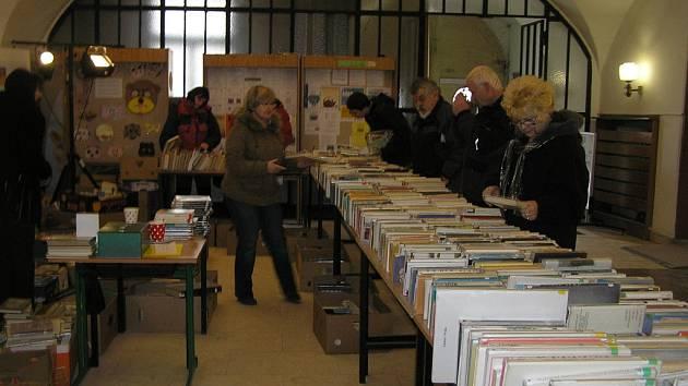 Burza. Celé dva dny trvala ve vestibulu Krajské knihovny Vysočiny tradiční knižní burza.