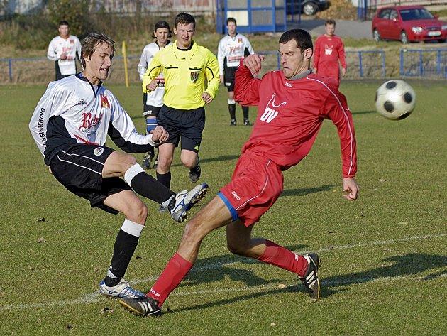 Středová řada je silná stránka brodského Slovanu a prim v ní hraje vedle zkušeného Radka Slámy i mladíček Jaroslav Kunc (v bílém).