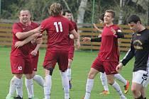 Radost si na jaře užívají fotbalisté Borové (na snímku), kteří zatím získali plný počet bodů.  Po výhrách v Herálci, doma s Tisem si výhru 4:1 přivezli z hřiště Jiřic.