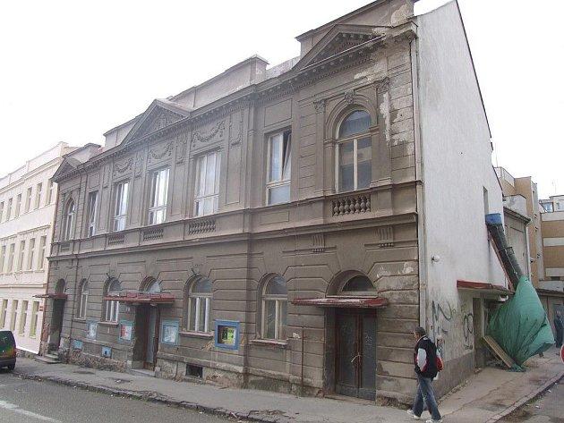 Obyvatelé Havlíčkova Brodu se dočkali další kulturní scény ve městě. Havlíčkobrodská obecně prospěšná společnost, která provozuje také klub Čechovka, otevře v bývalém kině Oko svoji druhou scénu.