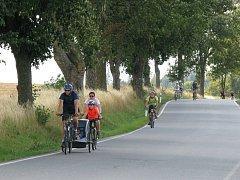 Desítky milovníků sportu a přírody přilákal druhý ročník benefiční cyklojízdy azávodu Tour de aleje.