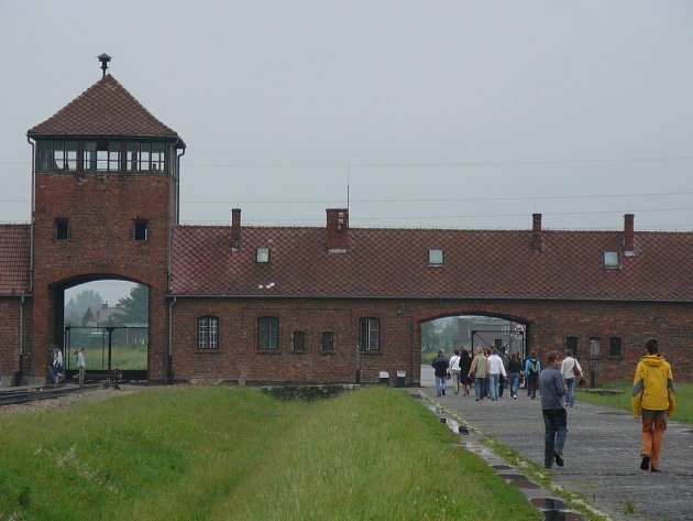 Procházka bývalým vyhlazovacím táborem trvala celkem šest hodin.