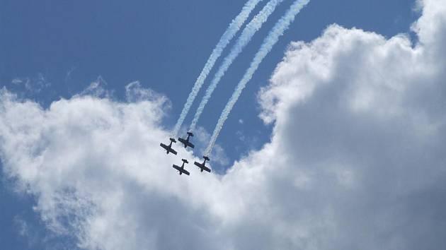 Nebe nad Počátkami patřilo letadlům a s nimi i akrobatům