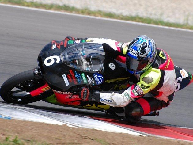 Brodský motocyklista Michal Prášek (na snímku) by se na Grand Prix v Brně rád kvalifikoval do hlavního závodu.