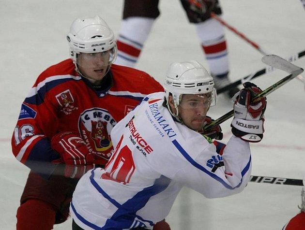 V prvním zápase dvou rivalů z Vysočiny byli úspěšnější Rebelové, kteří si z Třebíče odvezli výhru 4:2.
