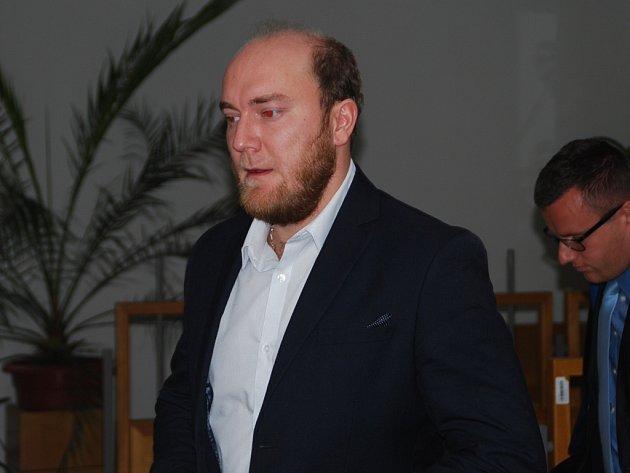 Za zločin obecného ohrožení a útok na policisty se zbraní hrozilo Tomáši Baštovi až osmileté vězení. Nakonec dostal u havlíčkobrodského soudu tři roky s podmínkou na pět let. Navíc má pětiletý zákaz řízení.