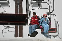 Na novoměstském Harusově kopci je možné si vyzkoušet i lyže a snowboardy místního výrobce. Ilustrační foto.