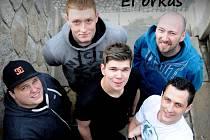 Mladá kapela z Věže na Havlíčkobrodsku se s vlastní tvorbou dostala do přímého vysílání hudební televize.