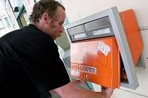 V pěti obcích Havlíčkobrodska, které by podle plánů České pošty měly přijít o kamenné poštovní úřady, běží v těchto dnech a týdnech souběh klasického a motorizovaného způsobu doručování zásilek. Pošta uvažuje také o využití systému Czech Point.