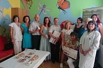 Celkem 21 nových monitorů dechu v cenové hodnotě 42 tisíce korun věnovala dětskému oddělení nemocnice v Havlíčkově Brodě Nadace Křižovatka.