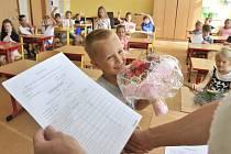Žáci 1.B ZŠ Wolkerova v Havlíčkově Brodě si převzali svá vysvědčení.