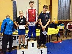 Zlatou placku v kategorii do 47 kg vybojoval pro brodskou Jiskru Patrik Miksa (uprostřed). Pro něj to byla vůbec první zlatá medaile.