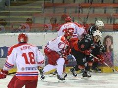 Obranná hra pelhřimovských hokejistů vázne. Z pěti posledních utkání inkasovali Lední medvědi dvaatřicet branek.