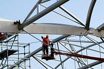 Práce ve výškách a na stavbách obecně patří v Česku k těm méně oblíbeným. Ilustrační foto.