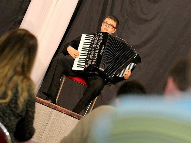 Talentovaný hudebník. Tím je akordeonista Ondřej Novák z Pohledu.