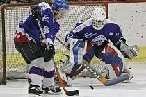 Hokejisté Chotěboře si připsali cenný skalp sousedního Hlinska, na jeho ledě vyhráli 4:2. Chotěboř se tak dostala svému rivalovi na dostřel, ztrácí na něj už jediný bod. V tabulce jsou pak chotěbořští hokejisté celkově šestí. Tabulku i nadále vede Světlá